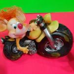 Керамическая сувенирная мышка на мотоцикле