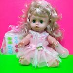 Кукла в розовой юбке и с набором